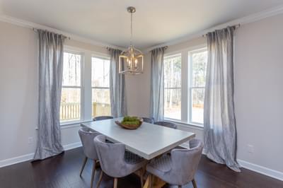 Chesapeake Homes -  Shadow Creek Breakfast Area