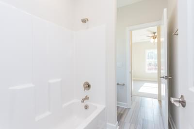 Chesapeake Homes -  Shadow Creek Upstairs Bathroom